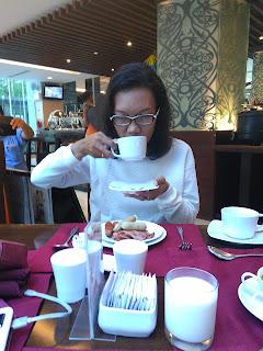 sruput kopi