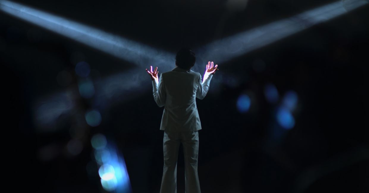 Legendary Limo will perform live during a hologram event in Dubai