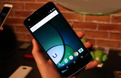 Tela do Moto Z Play tem 5,5 polegadas e resolução Full HD