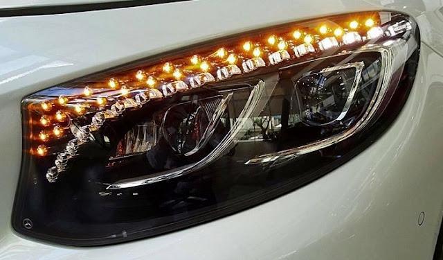 Cụm đèn trước Mercedes S450 4MATIC Coupe 2019 được trang trí 94 tinh thể pha lê Swarovski trong suốt như kim cương