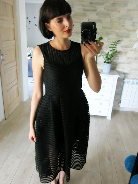 Czarna suknia od SammyDress.