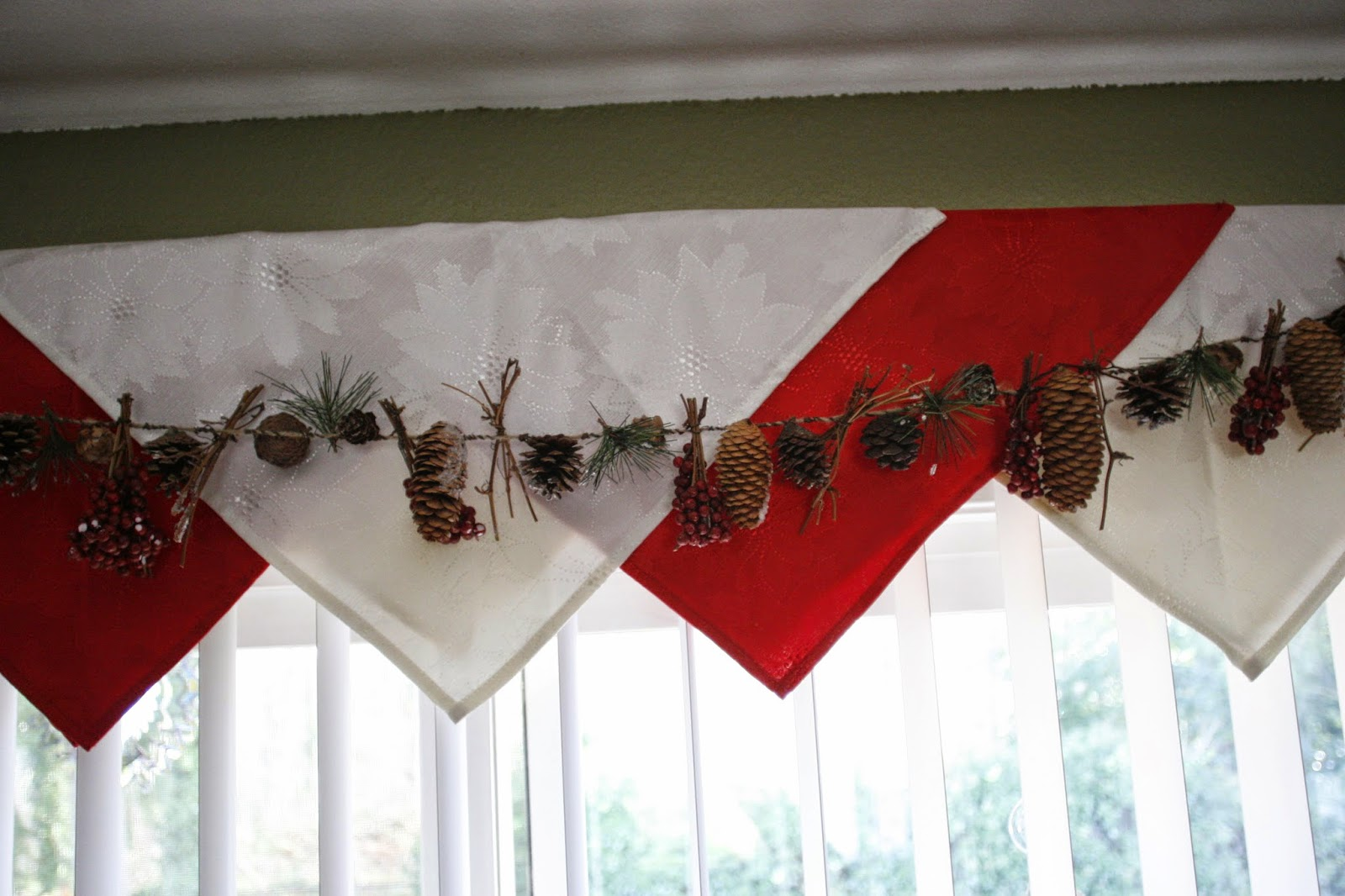 Family Strong Easy Christmas Valance