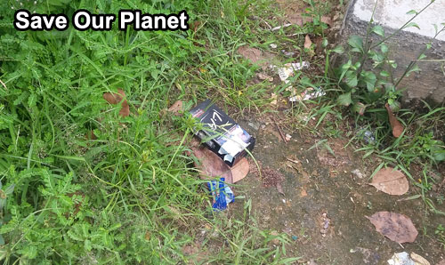 Don't litter on the street. Put any garbage in the recycle bin wherever you are. Photo Asep Haryono/www.simplyasep.com