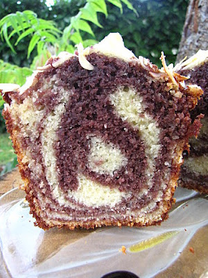 Cake marbré mûres-amandes