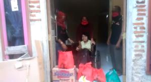 Rosdiana Anggota DPRD Lampung  Selatan Salurkan Bantuan Kursi Roda Untuk Tiara