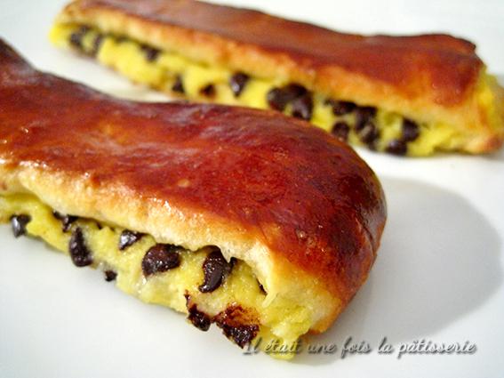 pains suisses (ou brioches suisses)  une pâte à brioche garnie de crème pâtissière