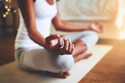 8 Cara Meditasi Dapat Menghilangkan Stres dan Kecemasan