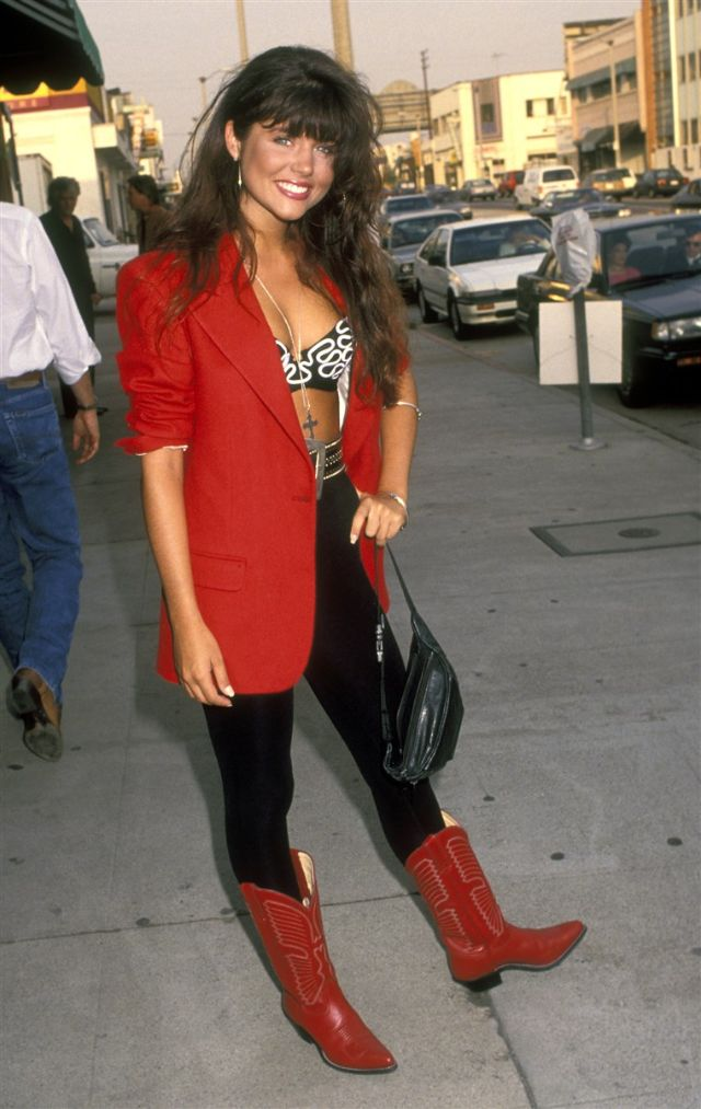 A True 90s Fashion Icon: 30 Photographs That Show Tiffani