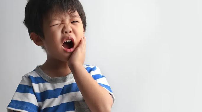أسباب وعلاج تسوس الأسنان عند الأطفال 2 سنوات .