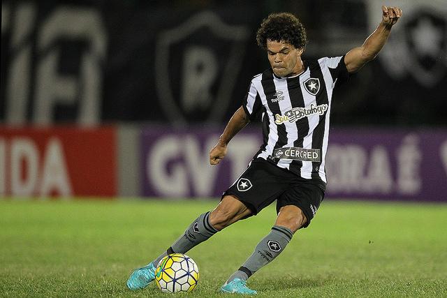 fef192ab3b Botafogo e Fluminense fecham acordo com banco  contrato será assinado em  Brasília