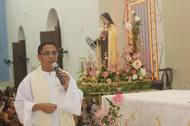 Escolas particulares e ECC são homenageados na terceira noite dos festejos de Santa Teresinha em Elesbão Veloso.