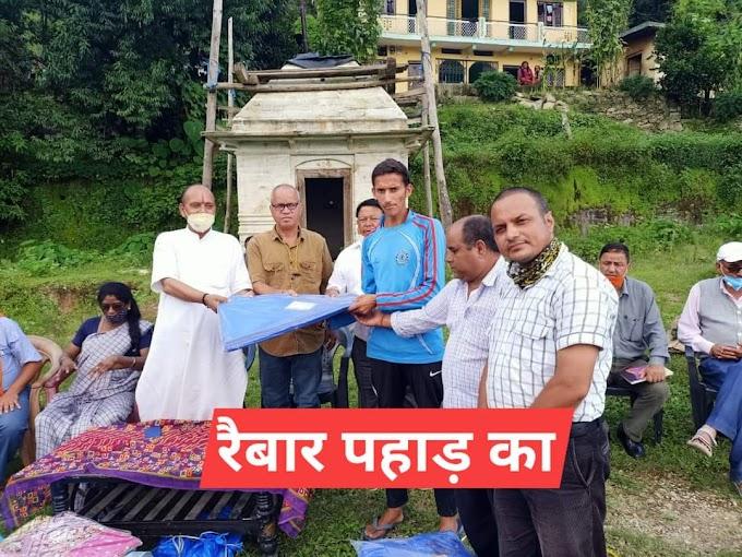बांगर में आपदा पीड़ितों को आचार्य शिव प्रसाद ममगाईं ने बांटी राहत सामग्री
