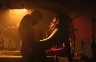 Série tem Mariana Ximenes nua e cenas quentes com Cauã; veja fotos