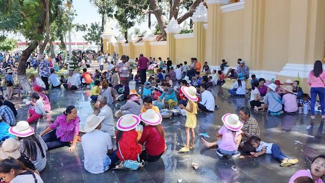 Phnom Penh : Les ambiances du Festival des Eaux