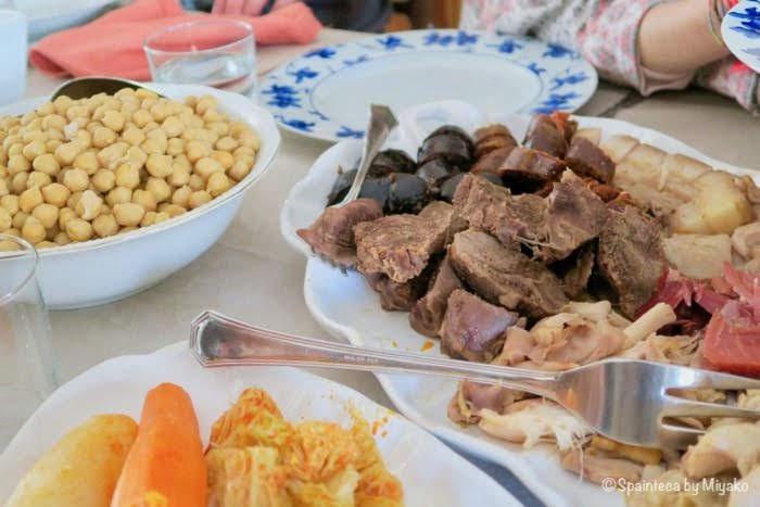 お肉も野菜もお豆もたっぷりなコシード・マドリレーニョ
