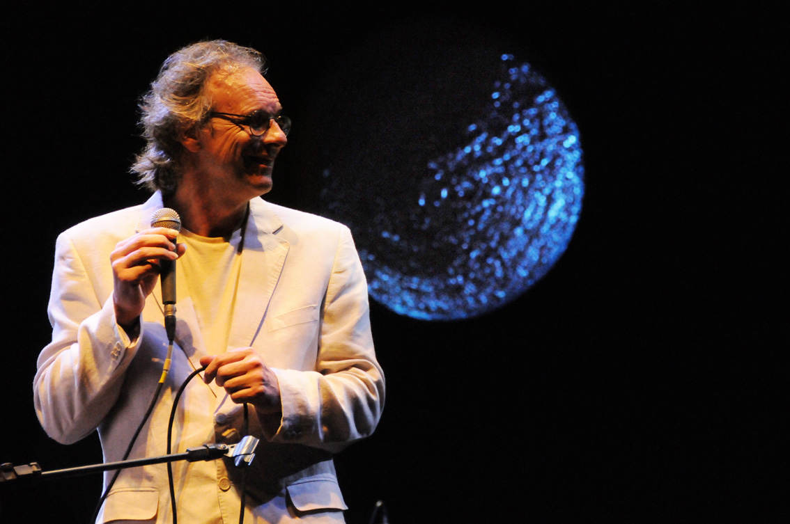 aed78edf9 O Espetáculo de lançamento do CD Lua Caiada, realizado no Salão de Atos da  UFRGS, em maio de 2010 e que traz compositor Nelson Coelho de Castro  acompanhado ...
