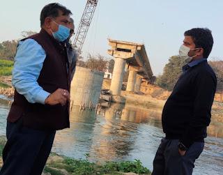 21 मार्च तक हर हाल में पुल का निर्माण पूरा किया जाय:डीएम  | #NayaSaberaNetwork