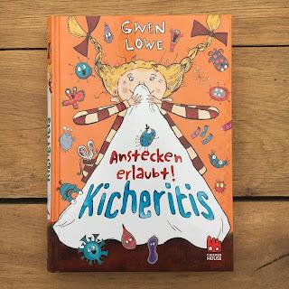 """""""Kicheritis: Anstecken erlaubt"""" von Gwen Lowe, erschienen im Chicken House Verlag, Rezension auf Kinderbuchblog Familienbücherei"""