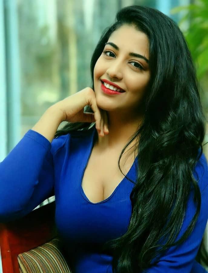Daksha Nagarkar Hot Photos