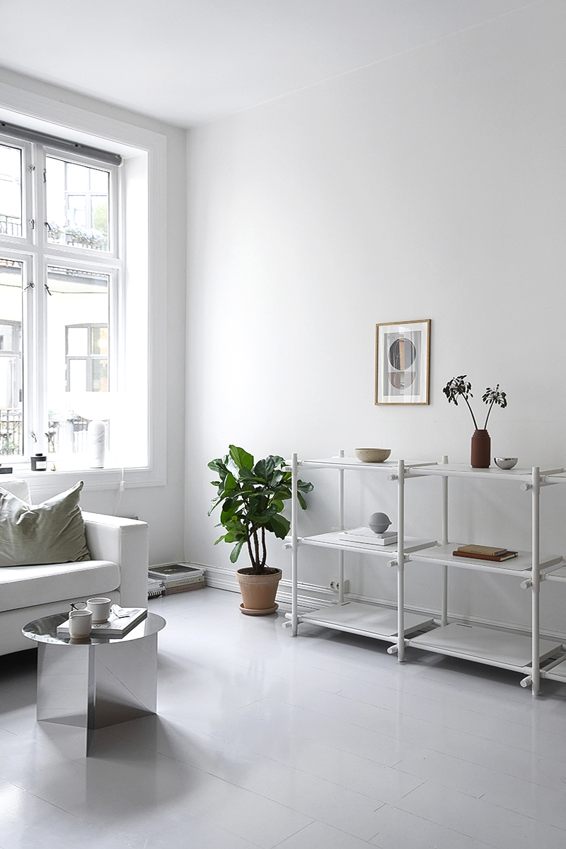 Simple Scandinavian Living Room Styling - Only Deco Love