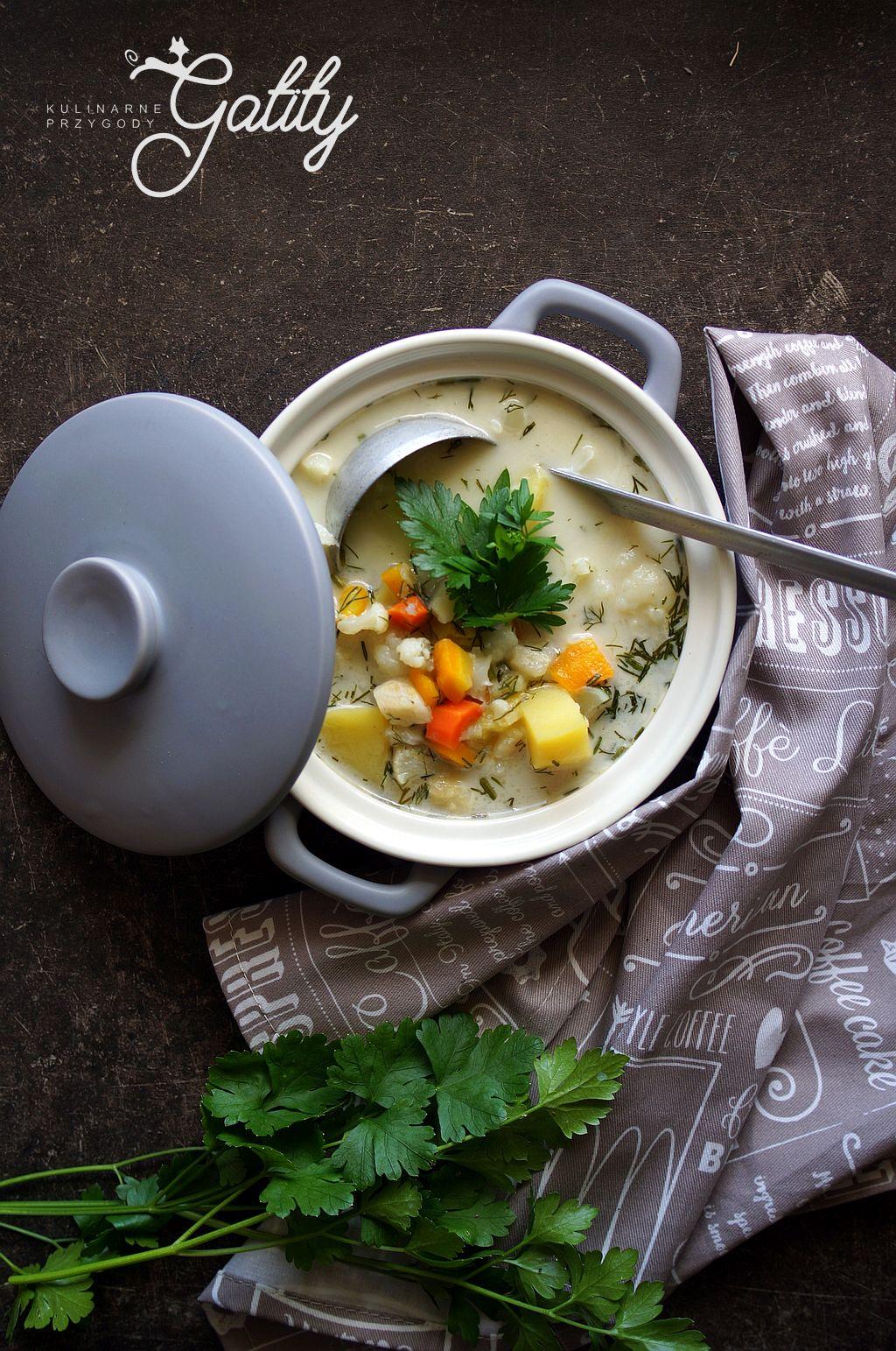 zupa-z-warzywami-w ograglym-naczyniu