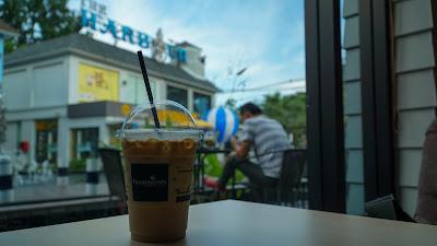 Having coffee at Roastniyom Cafe