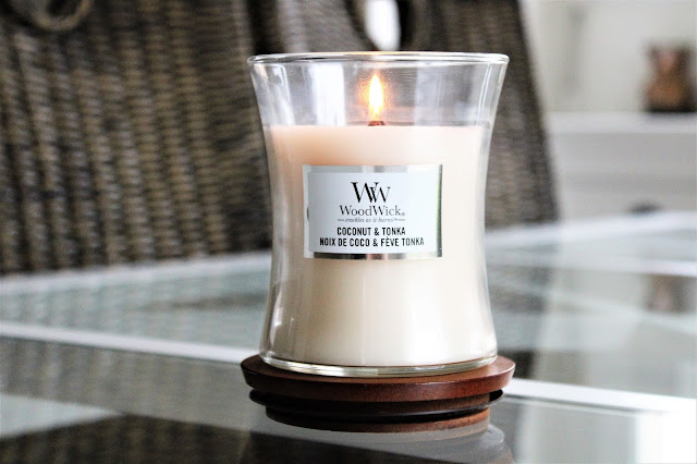woodwick coconut tonka avis, woodwick coconut and tonka, woodwick coconut & tonka avis, woodwick candle coconut, woodwick coconut candle, bougie parfumée, bougie woodwick, woodwick candles, woodwick candles review, candle review, scented candle, avis woodwick, bougie en cire végétale