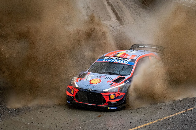 Thiery Neuville in a Hyundai World Rally Car