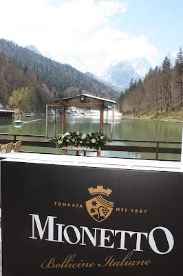 Open Bar mit Mionetto, Monaco di Bavaria wine shades and wood grains, Hochzeitsmotto, heiraten 2017 im Riessersee Hotel Garmisch-Partenkirchen, Bayern, wedding venue, dunkelrot, dunkelgrün, Weinthema