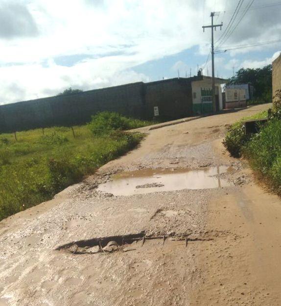 Moradores do Carvão, em Pau dos Ferros, reclamam das péssimas condições das ruas do bairro