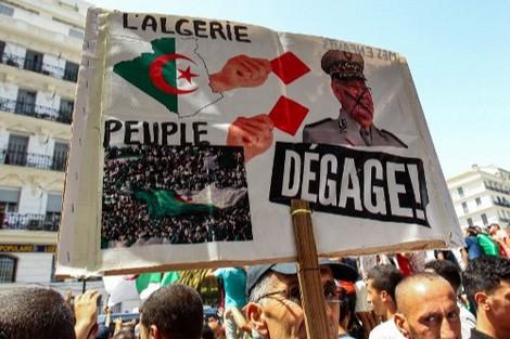 """الجيشُ الجزائري يَتعهّد بقطع الطّريق أمام اللصوص و""""الدونكيشوتيين"""""""