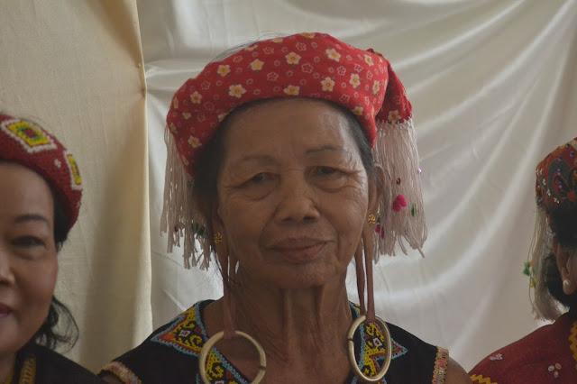 Uku Bua', bertelinga panjang dan memiliki rajah di tangan dan kaki