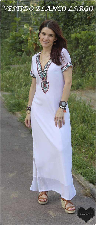 vestido blanco largo con un toque étnico, un vestido unico