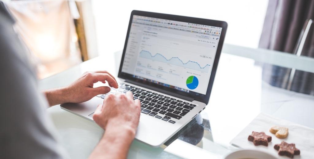 Strategi Memasarkan Produk Perusahaan Menggunakan Teknologi Informasi (Internet)