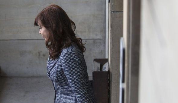 Juez ordena iniciar nuevo juicio oral contra Cristina Fernández