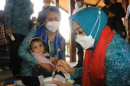 Joice Fatlolon Dampingi Widya Murad Ismail Kunjungi Balita dan Ibu Hamil di Saumlaki