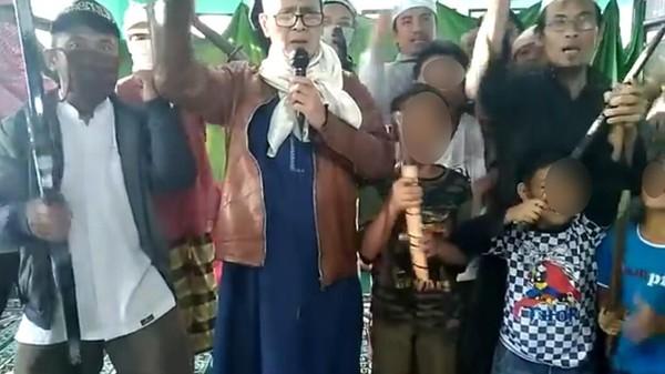 Miris! Deklarator Tentara Allah Ajak Bocah Berjihad Sambil Pegang Golok