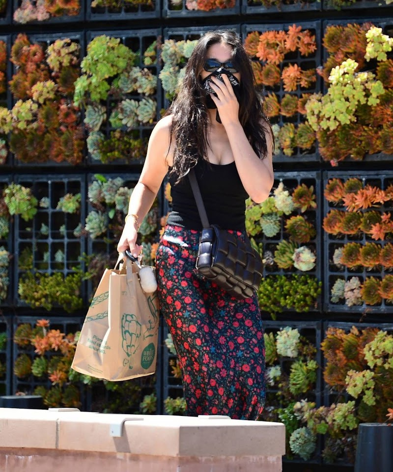 Jessica Gomes Clicked While Shopping candids in Malibu Jul -2020