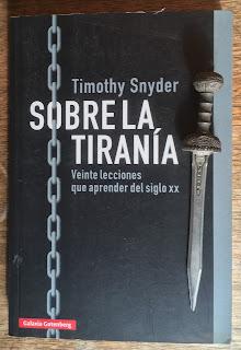 Portada del libro Sobre la tiranía, de Timothy Snyder