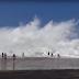 Οταν τα κύματα παύουν να είναι διασκεδαστικά - Δείτε To video που ξεπέρασε τις 11 εκατομ. προβολές παγκοσμίως !