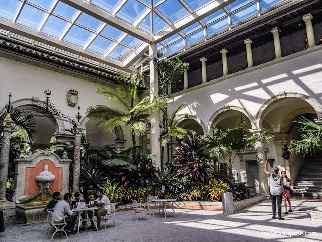 Pátio central da mansão da Villa Vizcaya, Miami