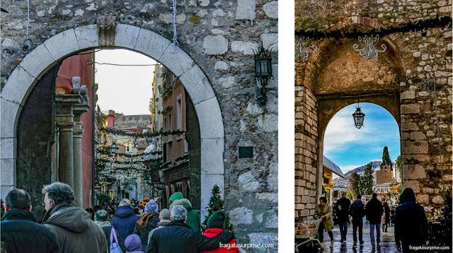 Porta Catania, antiga entrada medieval de Taormina, Sicília