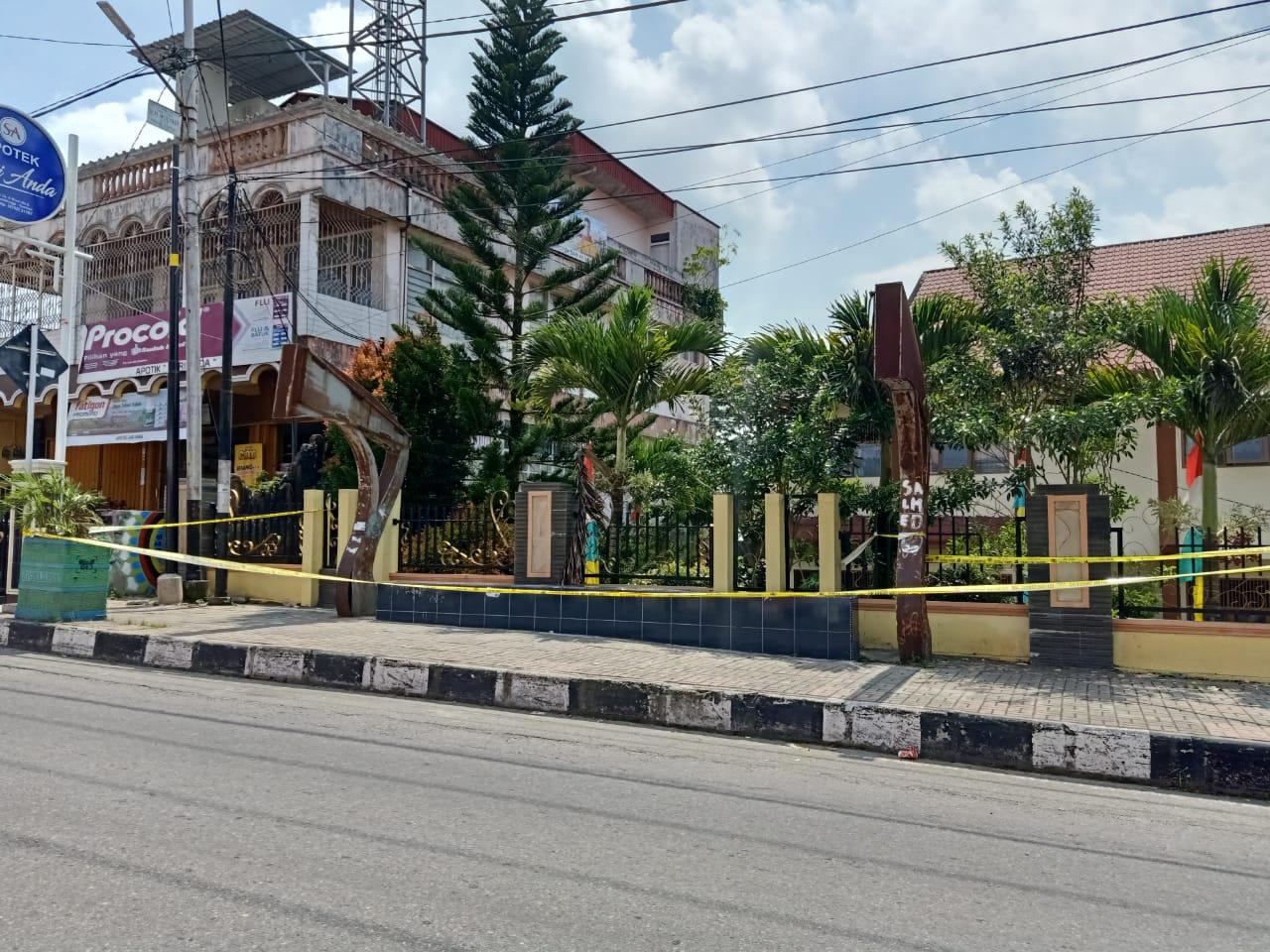 Sesosok Mayat Tegeletak Di Halte SDN 02 Percontohan Bukittinggi