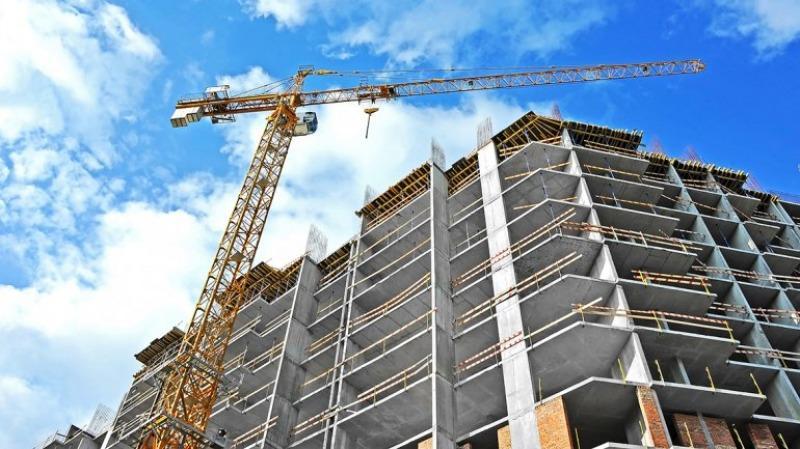Obras paradas, negocian con inversores para evitar morosidad en las cuotas