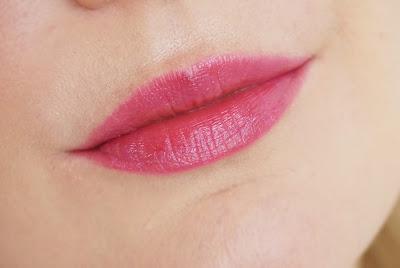 Kailijumei Lipstick (Flame Red) - Der außergewöhnlichste Lippenstift meiner Sammlung! Blume, Goldflocken, Look, Pink Lips