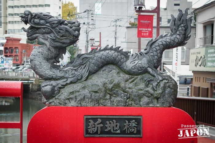 Dragon de pierre, pont de Chinatown, Nagasaki