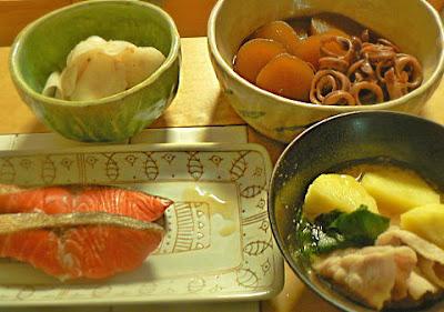 夕食の献立 イカと大根の煮物 焼鮭 梅大根 じゃが芋汁