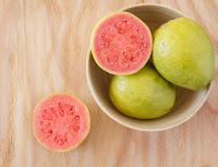 É época de goiaba! Fruta é fonte de vitamina C, fibras e antioxidantes