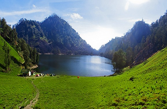 RANU Kumbolo Heaven under the Summit Mahamaru