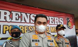 Polisi Bantu Pendistribusian Daging Kurban Kepada Warga di Medan